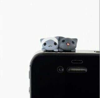 Заглушка для телефона в виде котиков