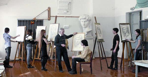 Пойти на рисовальные классы от ЯХУ
