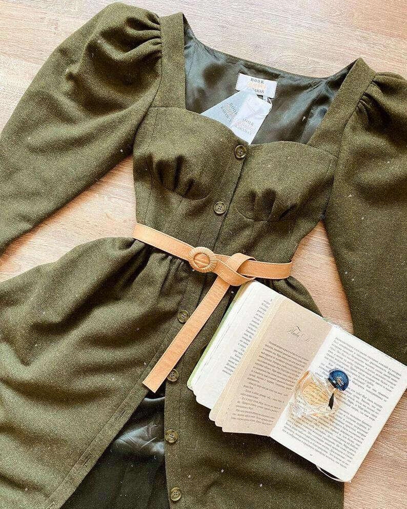 Зеленое шерстяное платье