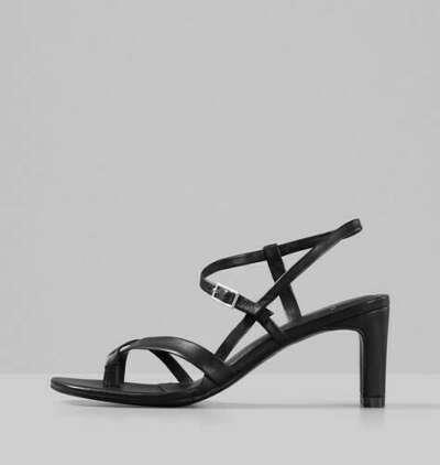 Босоножки черные на каблуке LUISA