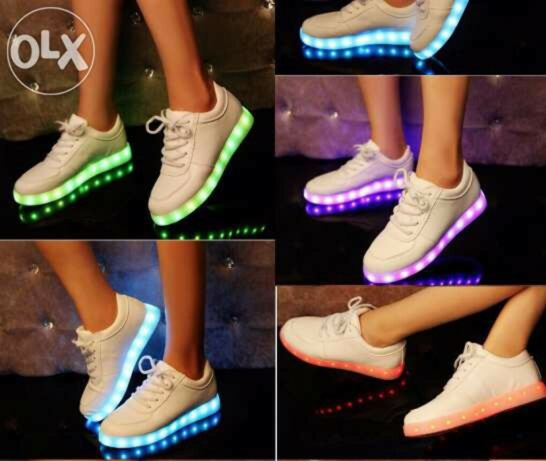 Светящиеся светодиодные кроссовки