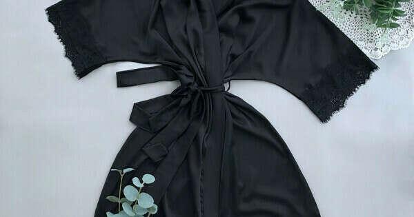 0053 / Черный халат с рукавами и с кружевом