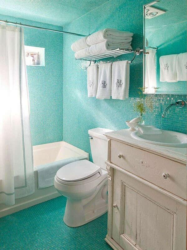 Сделать ремонт в ванной:)