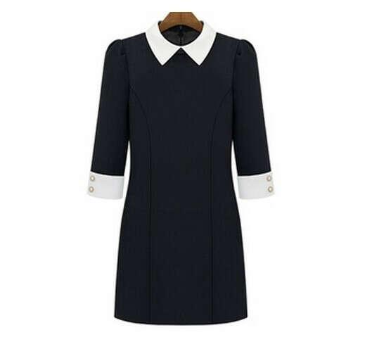 Черное платье с белыми манжетами