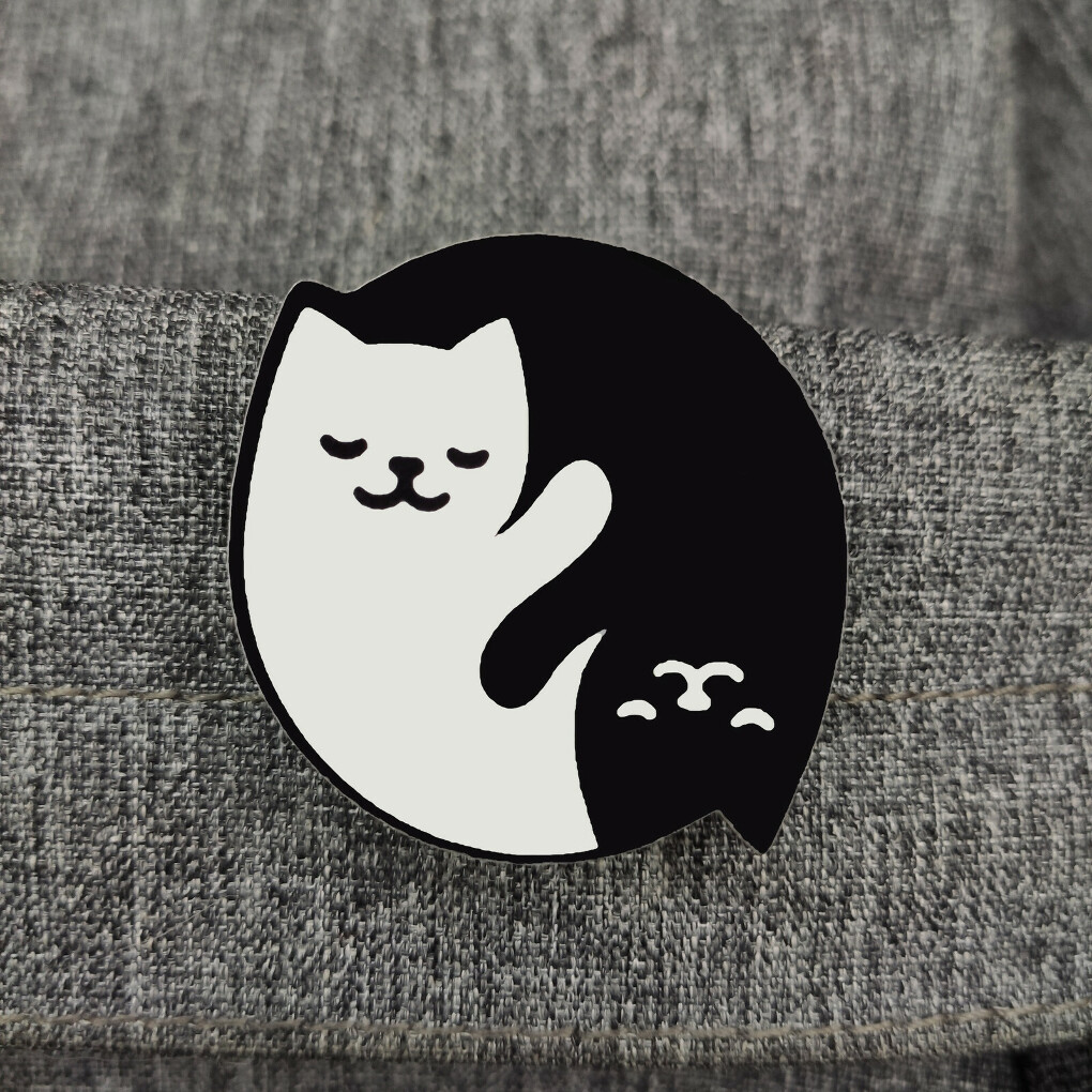 значок инь ян котики