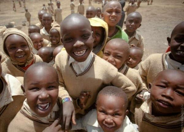 Около трёх месяцев пожить в крайне бедной африканской стране. Помогать африканской семье, в их быту и изучая культурные ценности народа. Записывать всё происходящее на камеру.