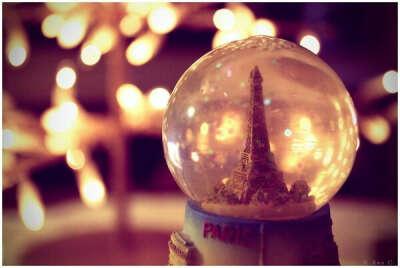 Коллекцию шаров со снегом и блестками