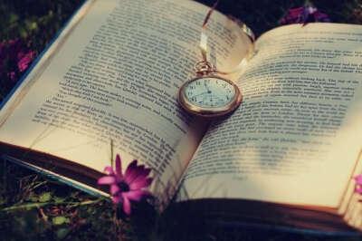 Прочитать те книги которые изменили бы мою жизнь в лучшую сторону или заставили бы задуматься о многом:-)
