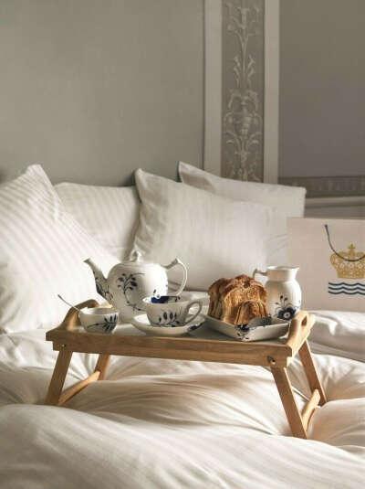 Складной столик-поднос в постель