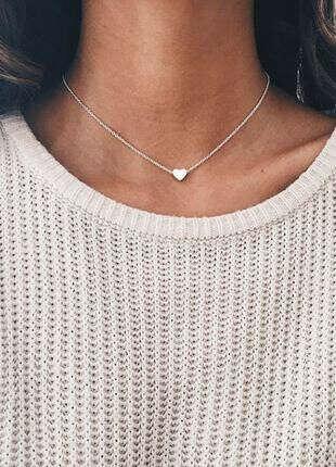 Короткая серебряная цепочка с кулоном