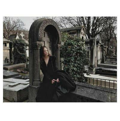 Фотосессия на кладбище