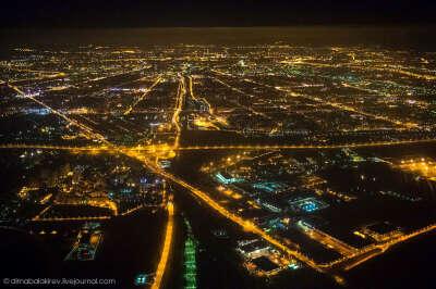 Ночной полет над Санкт-Петербургом