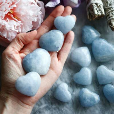 Голубой кальцит в форме сердца