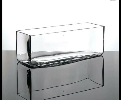 Стеклянные кубические вазы.