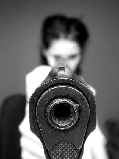 Занятия стрельбой из пистолета. Стрелковый клуб Выстрел