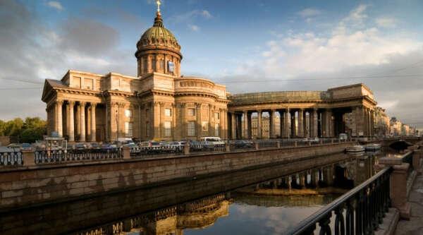 Совершить поездку в Санкт-Петербург