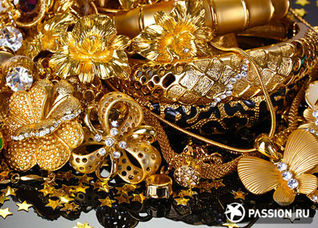 Хочу много золотых украшений!