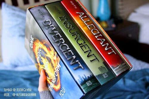 """прочитать трилогию """"Дивергент"""""""