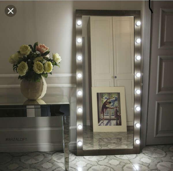 Зеркало с лампами во весь рост