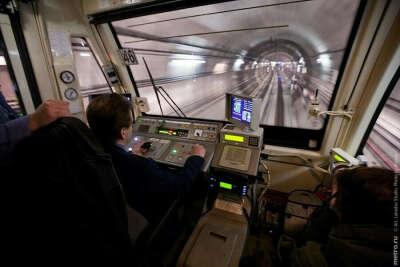 Покататься в кабине машиниста метро