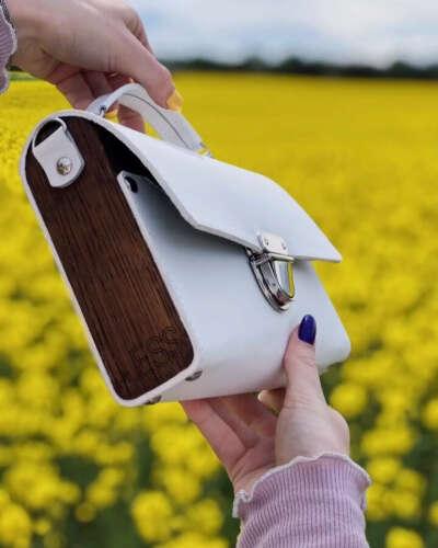 """????LESS кожаные сумки Беларусь on Instagram: """"Дерево уже давно используется дизайнерами в самых разных областях, будь то стильный интерьер, необычная отделка или модный повседневный…"""""""