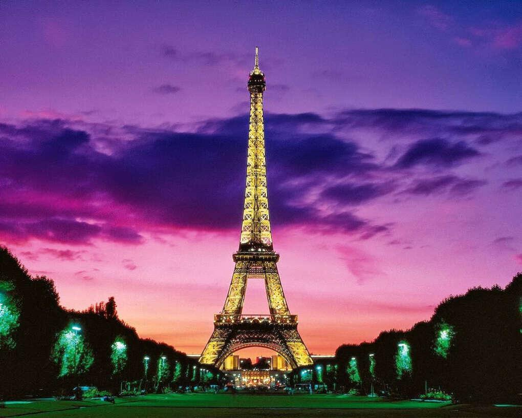 Хочу поехать в Париж вместе с парнем.