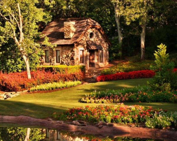 Домик с садом