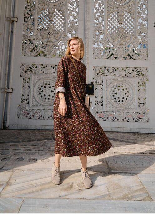 Платье тёплое цветочки на коричневом zoesan