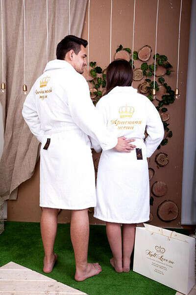 Белые махровые халаты с вышивкой