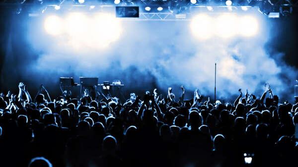 сходить на рок-концерт.