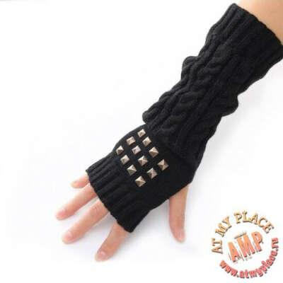 Черные перчатки с заклепками