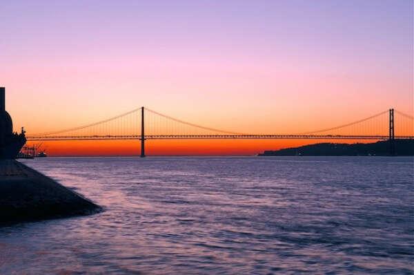 25 апреля. Марафон на мосту Лиссабона