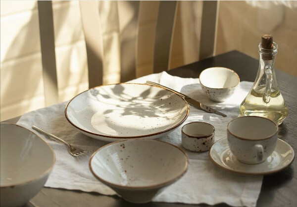 Стильный набор посуды на 4 персоны
