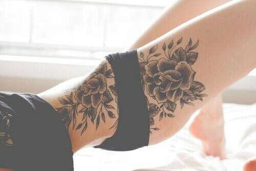 Много татуировок