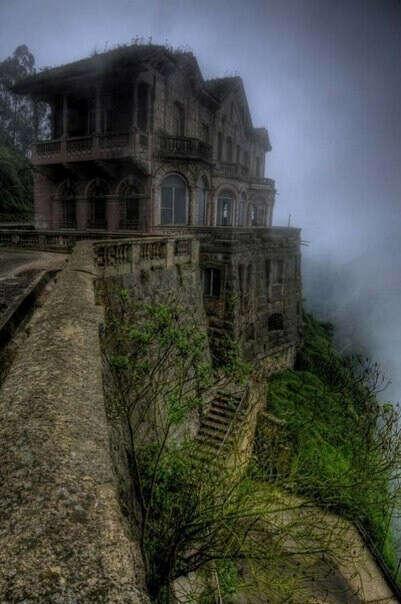 увидеть заброшенный замок.
