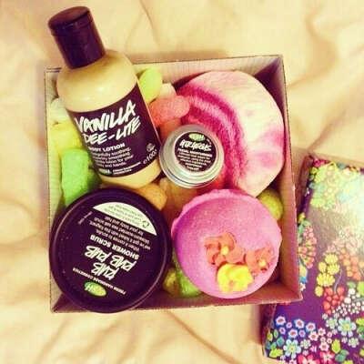Коробочку с подарками от Lush