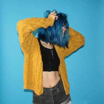 Ярко синие волосы