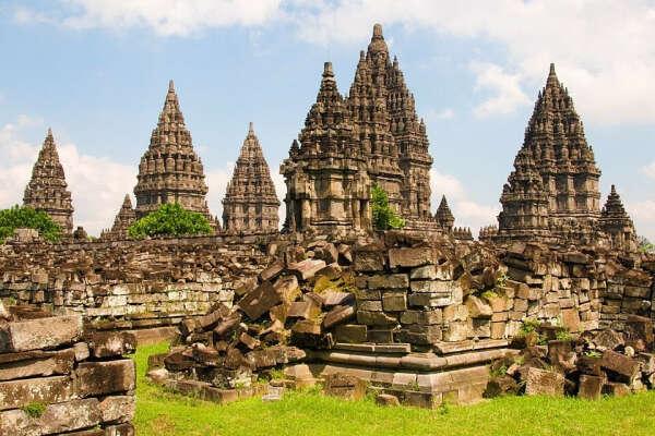 Посетить Прамбанан в Индонезии
