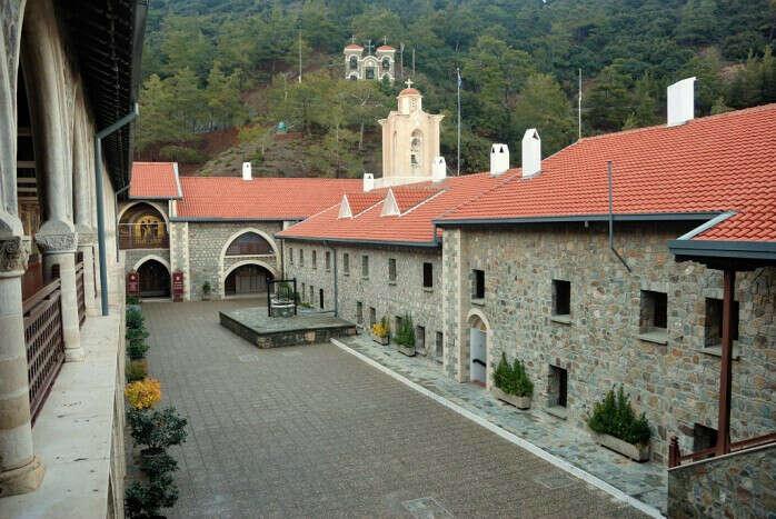 Посетить горы Троодоса и Киккский монастырь.
