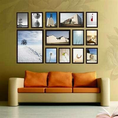 Коллаж из фоторамок на стене