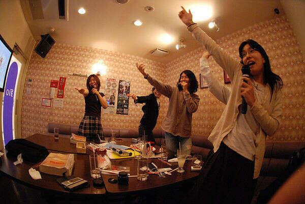 Побывать в японском караоке
