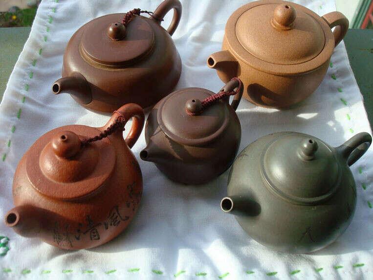 Маленький глиняный чайник