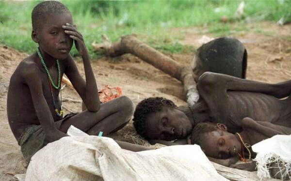 Поехать в Африку и помогать там детям