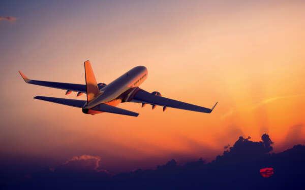 Совершить первый полет на самолете
