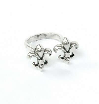 Кольцо AMOREM две лилии