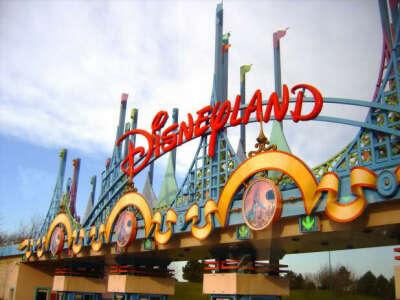 Хочу опробовать все аттракционы в Disneyland!!