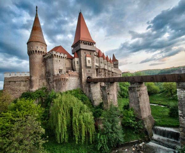 Посетить замок Дракулы в Румынии