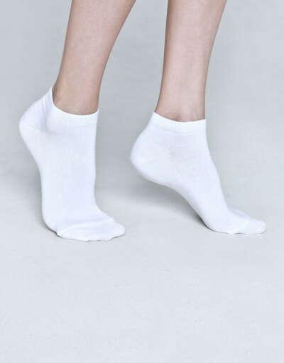 Запас белых носочков с низкой посадкой