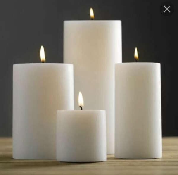 Толстые высокие белые свечи