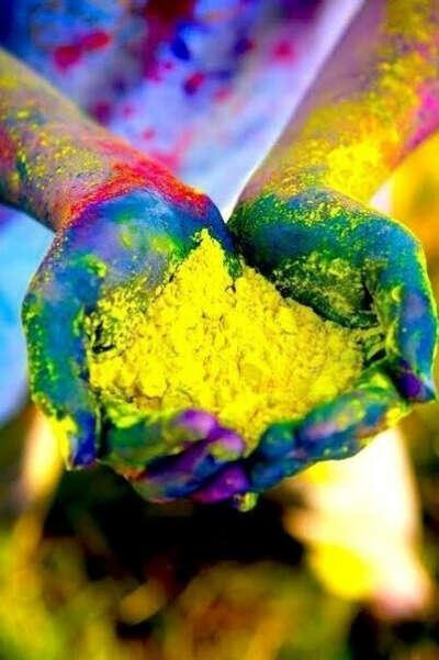 побывать на фестивале красок в Индии